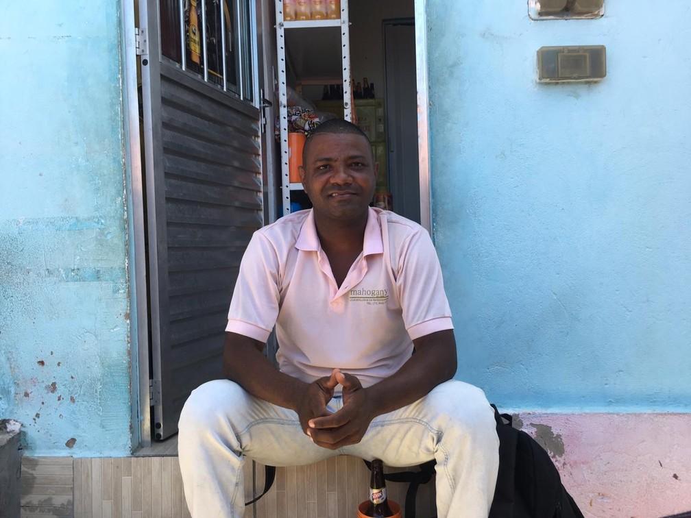 Fotógrafo e morador da Gamboa Romilson Almeida — Foto: Itana Alencar/G1