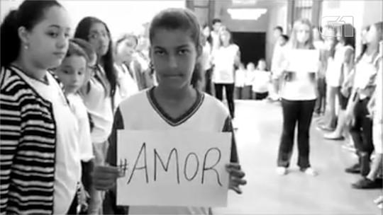 Alunos de escola pública gravam vídeo em homenagem às vítimas da tragédia de Suzano; veja