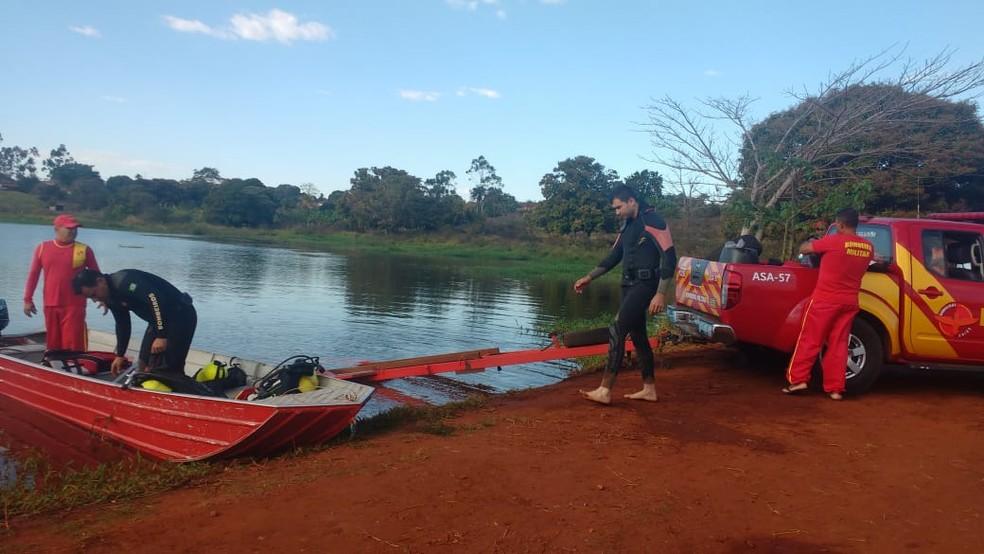 Equipe de mergulhadores no Rio Claro em Caçu, Goiás — Foto: CBMGO/ Divulgação