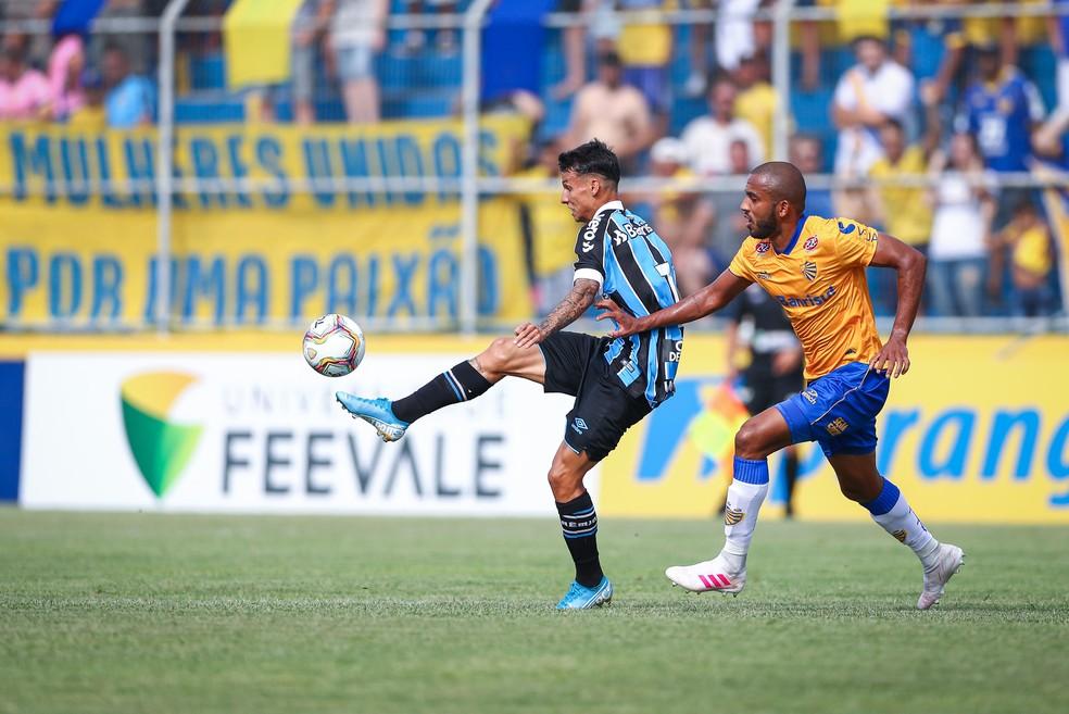 Ferreira em ação contra o Pelotas — Foto: Lucas Uebel/Grêmio