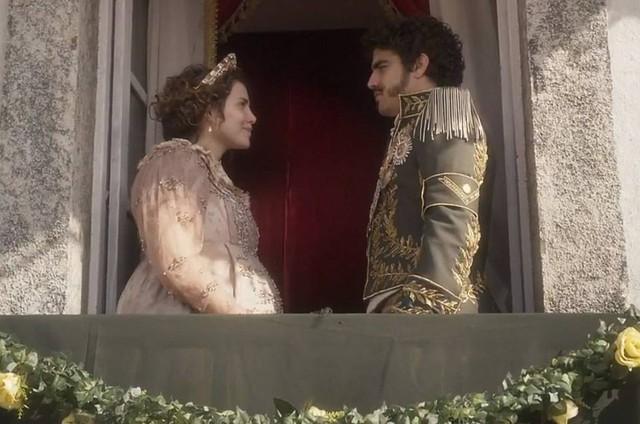 Leticia Colin e Caio Castro como Leopoldona e Dom Pedro I em 'Novo mundo' (Foto: Globo)