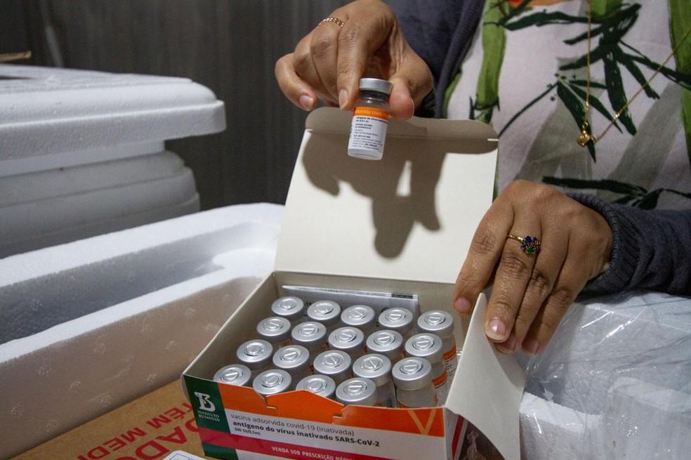 Lactantes serão vacinadas com a Coronavac em Cuiabá — Foto: Miva Filho