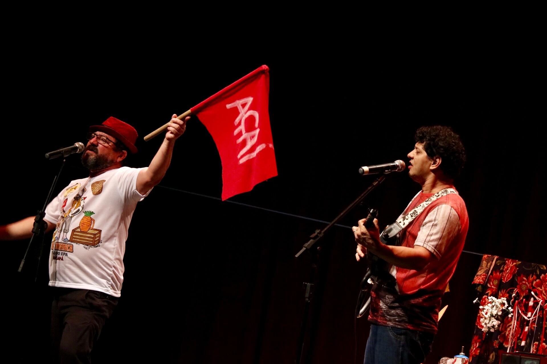 Show de humor em Macapá leva histórias de ribeirinhos da Amazônia para o teatro