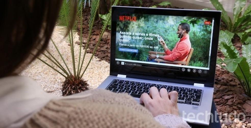 Netflix está buscando formas de combater o compartilhamento de senhas do serviço — Foto: Raissa Delphim/TechTudo