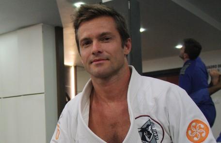 Atualmente, é faixa preta em jiu-jítsu e dá aulas da luta. O ator é pai de Karl, de 1 ano Arquivo pessoal