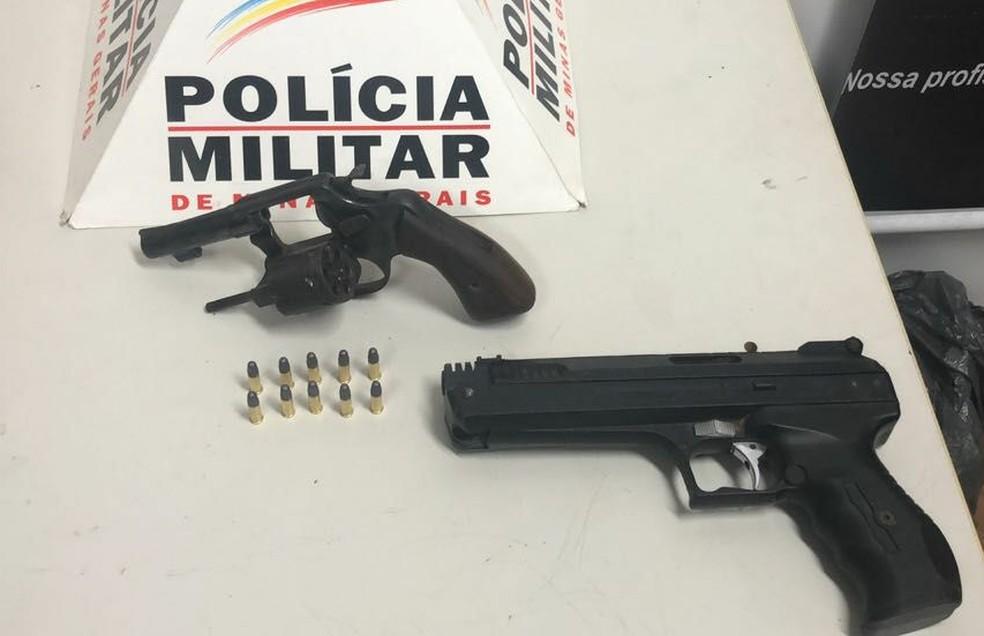 -  Armas são apreendidas em Leandro Ferreira  Foto: Polícia Militar de Divinópolis/Divulgação