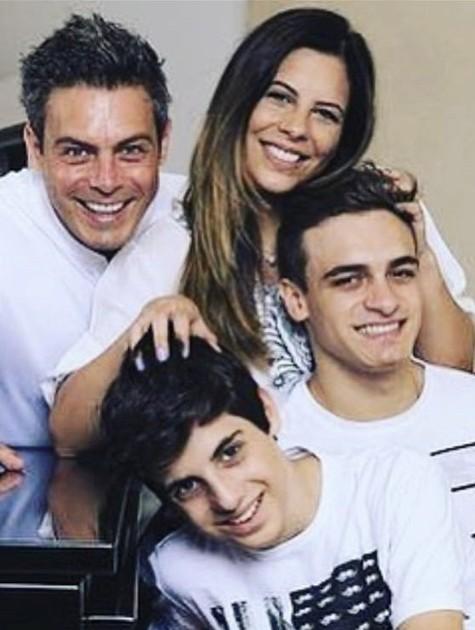 Luigi Barichelli com a mulher e os filhos (Foto: Reprodução/ Instagram)
