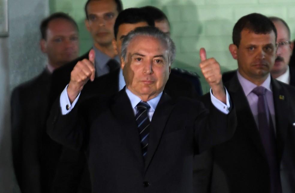 O presidente Michel Temer deixa hospital em Brasília (Foto: Evaristo Sa/AFP)