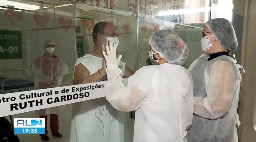 Hospitais públicos de AL encontram maneira de aproximar pacientes com Covid-19 de seus familiares