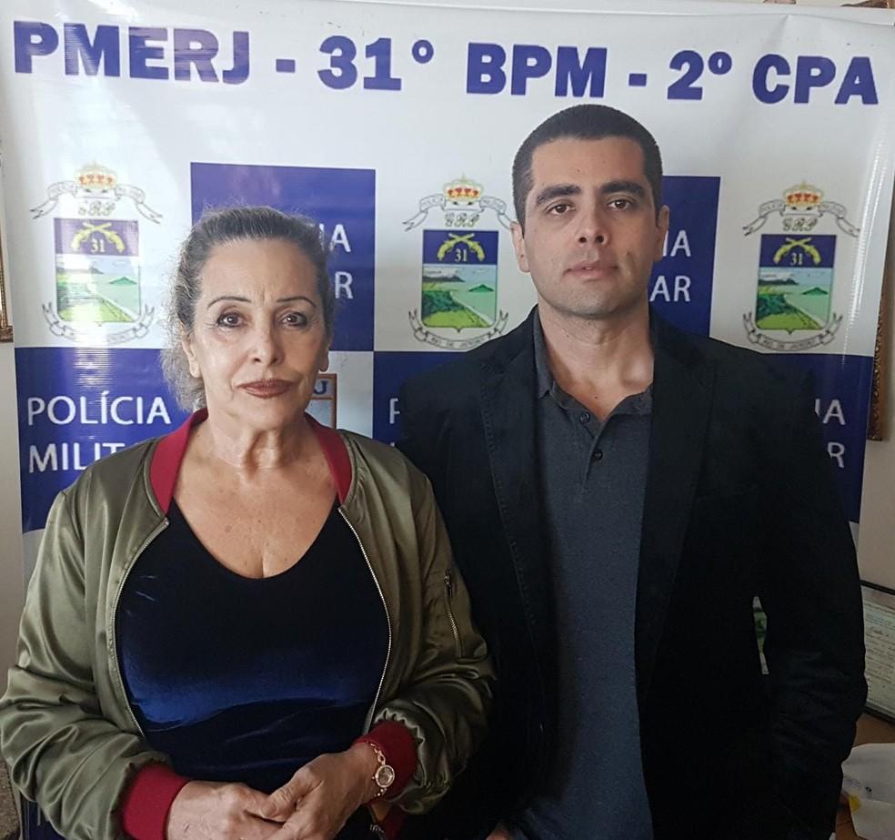 Denis Furtado, o Dr. Bumbum, e a mãe, Maria de Fátima, foram presos pela PM nesta quinta-feira (Foto: Reprodução/PMERJ)