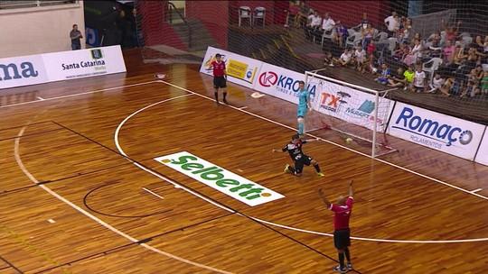 Nos pênaltis, Joinville bate o Carlos Barbosa e fatura taça do Encontro de Campeões