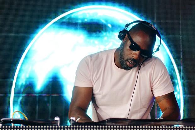 Idris Elba tocando no Glastonbury, em 2015 (Foto: Getty Images)