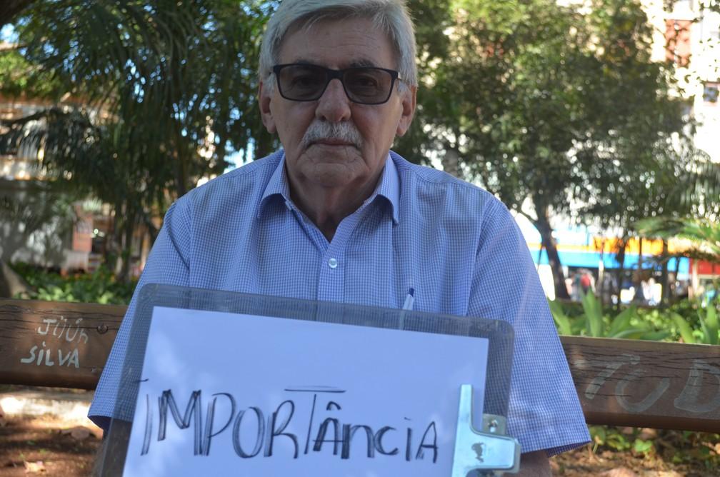 O aposentado Luis Rodrigues fala sobre a importância do pai em sua vida (Foto: Emily Cardoso/G1)
