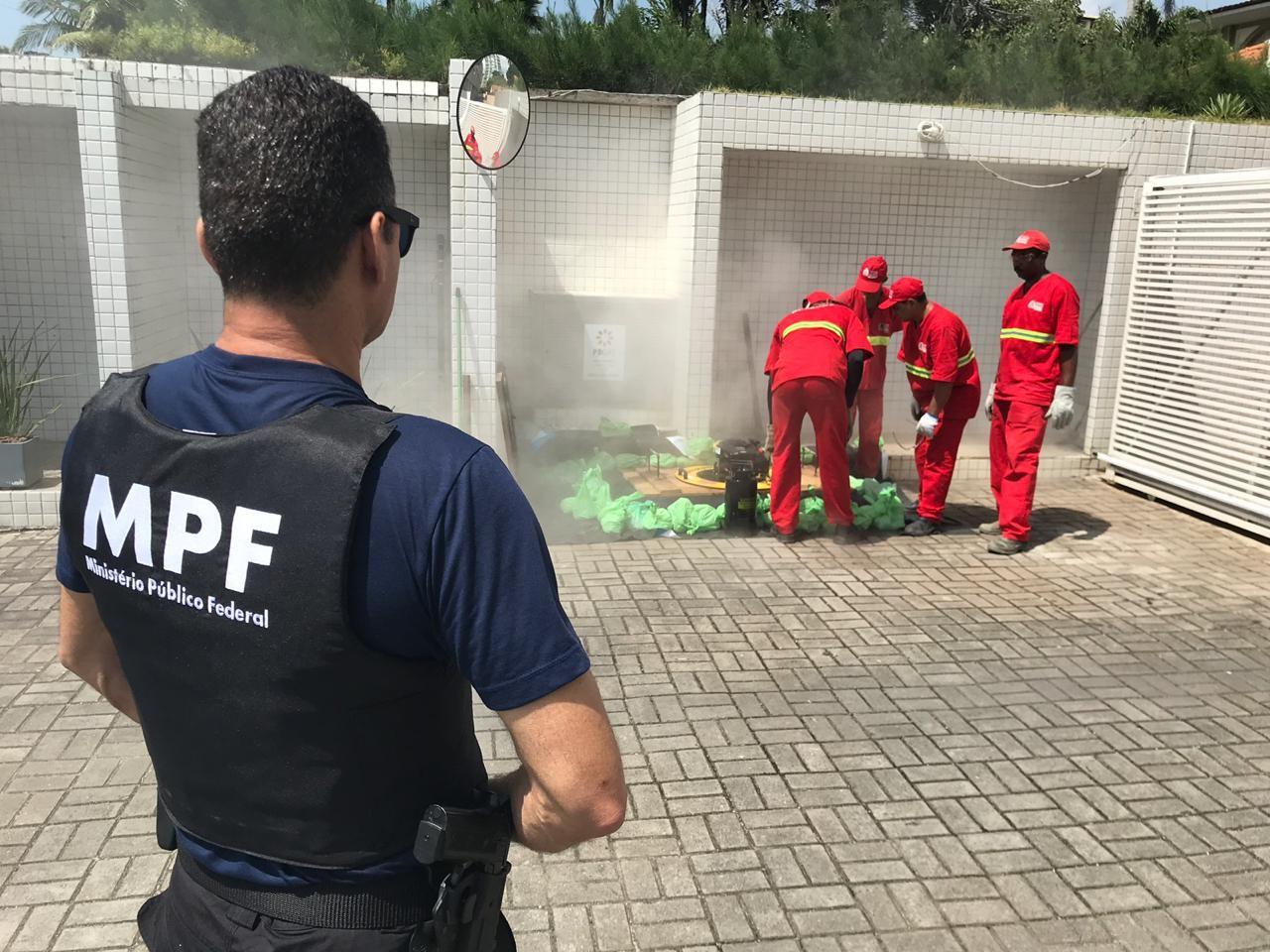 Força-tarefa fiscaliza pontos suspeitos de esgoto clandestino na orla de João Pessoa - Notícias - Plantão Diário