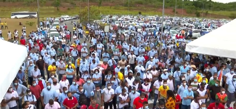Funcionários da Ford iniciaram protesto em Camaçari — Foto: Reprodução/TV Bahia