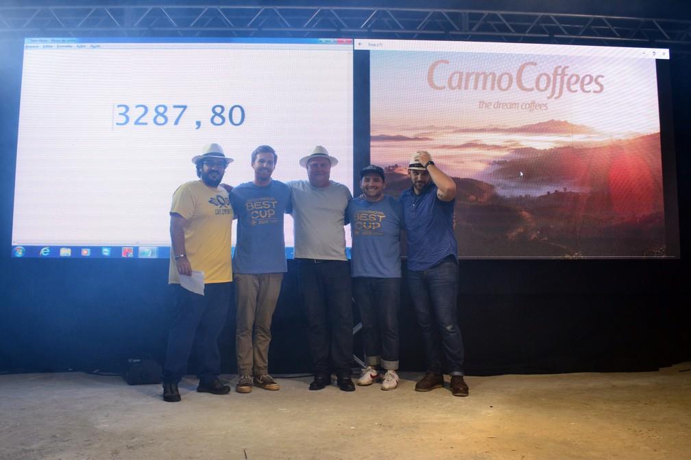 Sacas do produtor Róbson Vilela Martins foram arrematadas por R$ 3287,80 — Foto: Carmo Coffees