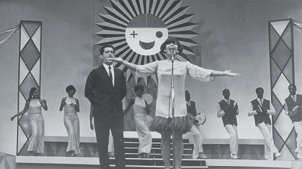 Cultura Elza - No concurso da música de Carnaval, no teatro Excelsior (1967) (Foto: Divulgalção)