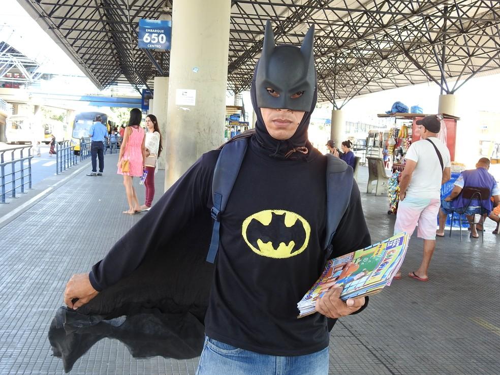 Estudante se veste de Batman em Manaus (Foto: Suelen Gonçalves/G1 AM)