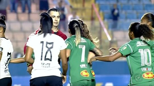 Jogadora que cuspiu em árbitro no Brasileiro feminino leva gancho de 180 dias