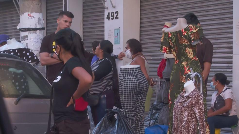 Ruas do Brás registram aglomeração e pessoas sem máscara  — Foto: Reprodução/TV Globo