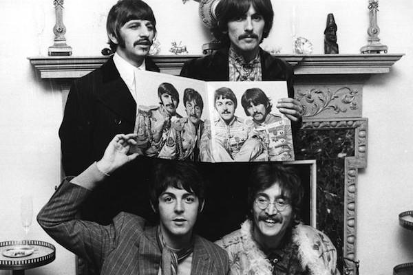 Os Beatles na época do lançamento de Sgt Pepper's Lonely Hearts Club Band (Foto: Getty Images)
