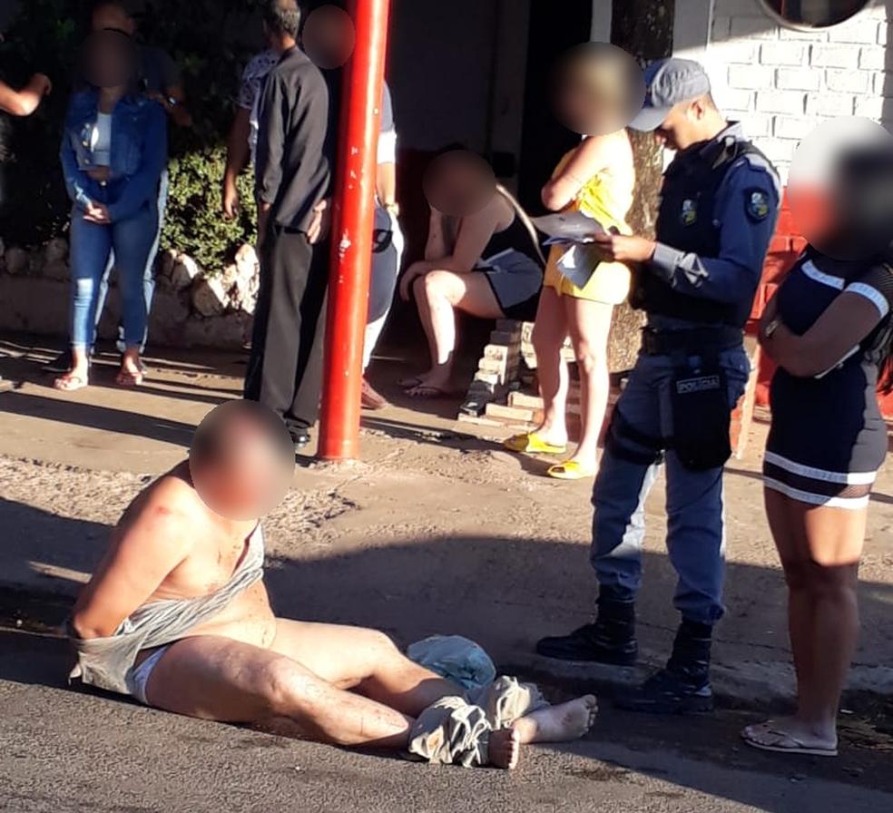 Moradores ouviram os gritos de socorro dela, agrediram o suspeito e o amarraram com cordas (Foto: Polícia Militar de MT)