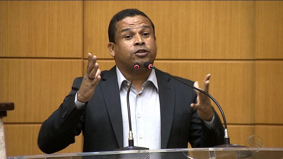 Márcio Souza foi oficializado pelo PSOL como candidato ao governo de Sergipe (Foto: Reprodução/TV Sergipe)