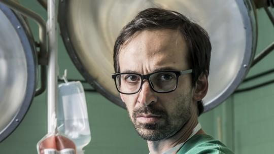 Julio Andrade revela preparação para viver cirurgião-chefe em 'Sob Pressão'