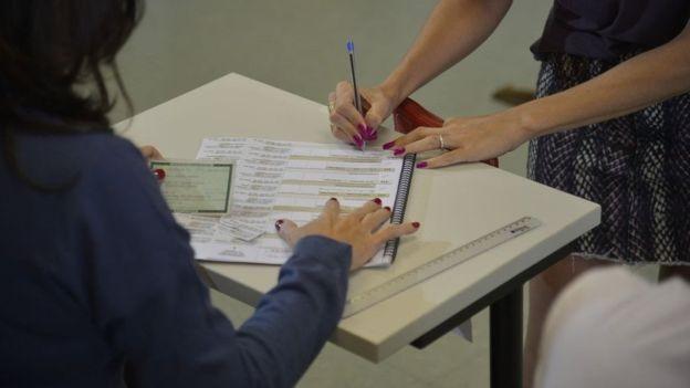 Prazo para alterar título de eleitor já passou (Foto: FABIO RODRIGUES POZZEBOM/AG. BRASIL (Via BBC News Brasil))