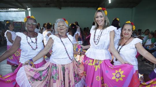 Fernandinha Pinheiro cai na dança ao som do carimbó