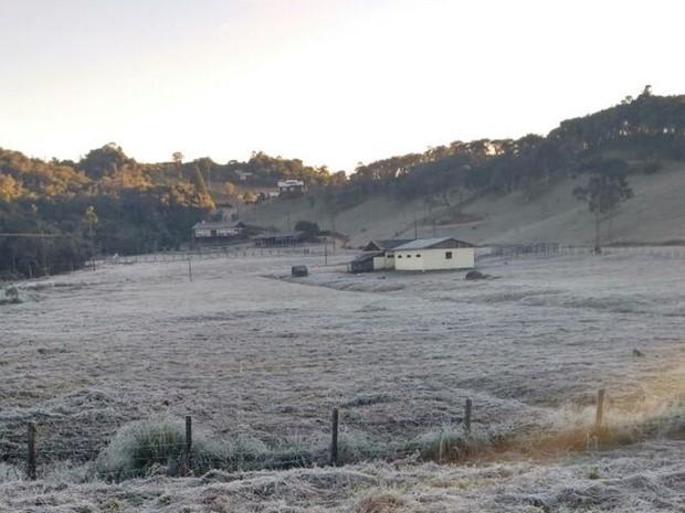 Frio também é intenso em Rancho Queimado, na Grande Florianópolis (Foto: Leandro Puchalski/RBS TV)