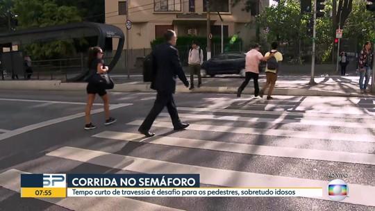 Tempo de travessia de pedestres é curto em muitos semáforos da capital