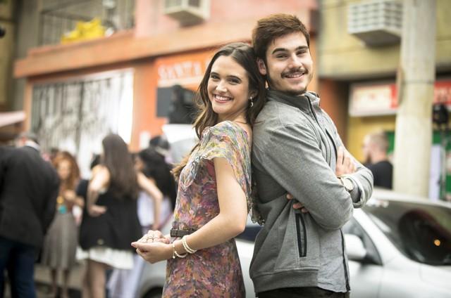 'O tempo não para': Marocas (Juliana Paiva) e Samuca (Nicolas Prattes) (Foto: Globo/João Miguel Júnior)