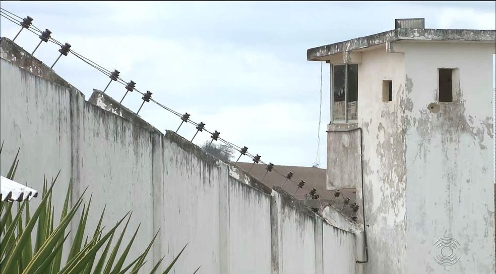 Jonathan foi transferido para o Roger depois de passar por período de isolamento social na Central de Polícia — Foto: Reprodução/TV Cabo Branco