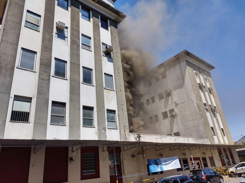 Incêndio no Hospital Federal de Bonsucesso, na Zona Norte do Rio — Foto: Reprodução
