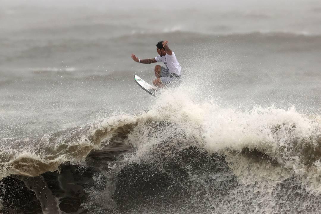Gabriel Medina chega à semifinal do surfe em Tóquio 2020