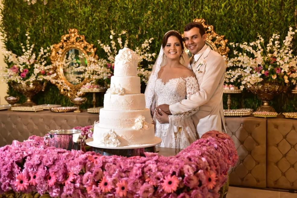 Iris e Eduardo se casaram cinco anos após o dia em que se conheceram (Foto: Priscila Fontinele/Divulgação)