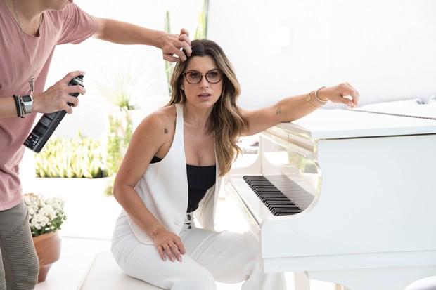 Flavia Alessandra fotografa campanha de óculos (Foto: Leo Lemos / Divulgação)