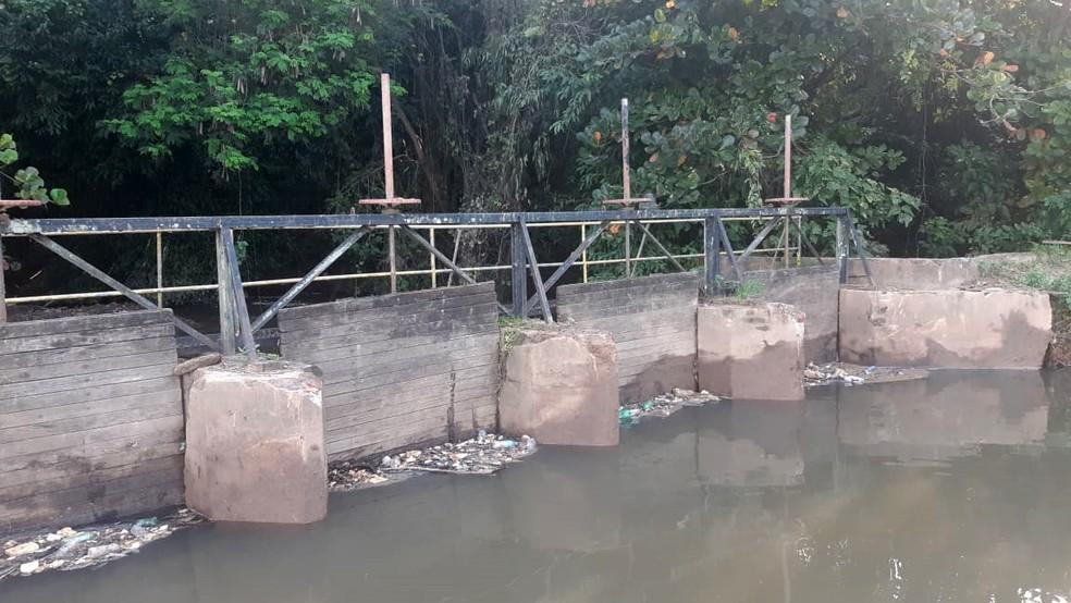 Prefeitura retirou 30 toneladas de lixo do canal que forma a cachoeira do Véu da Noiva, em Piracicaba — Foto: Edijan Del Santo/EPTV