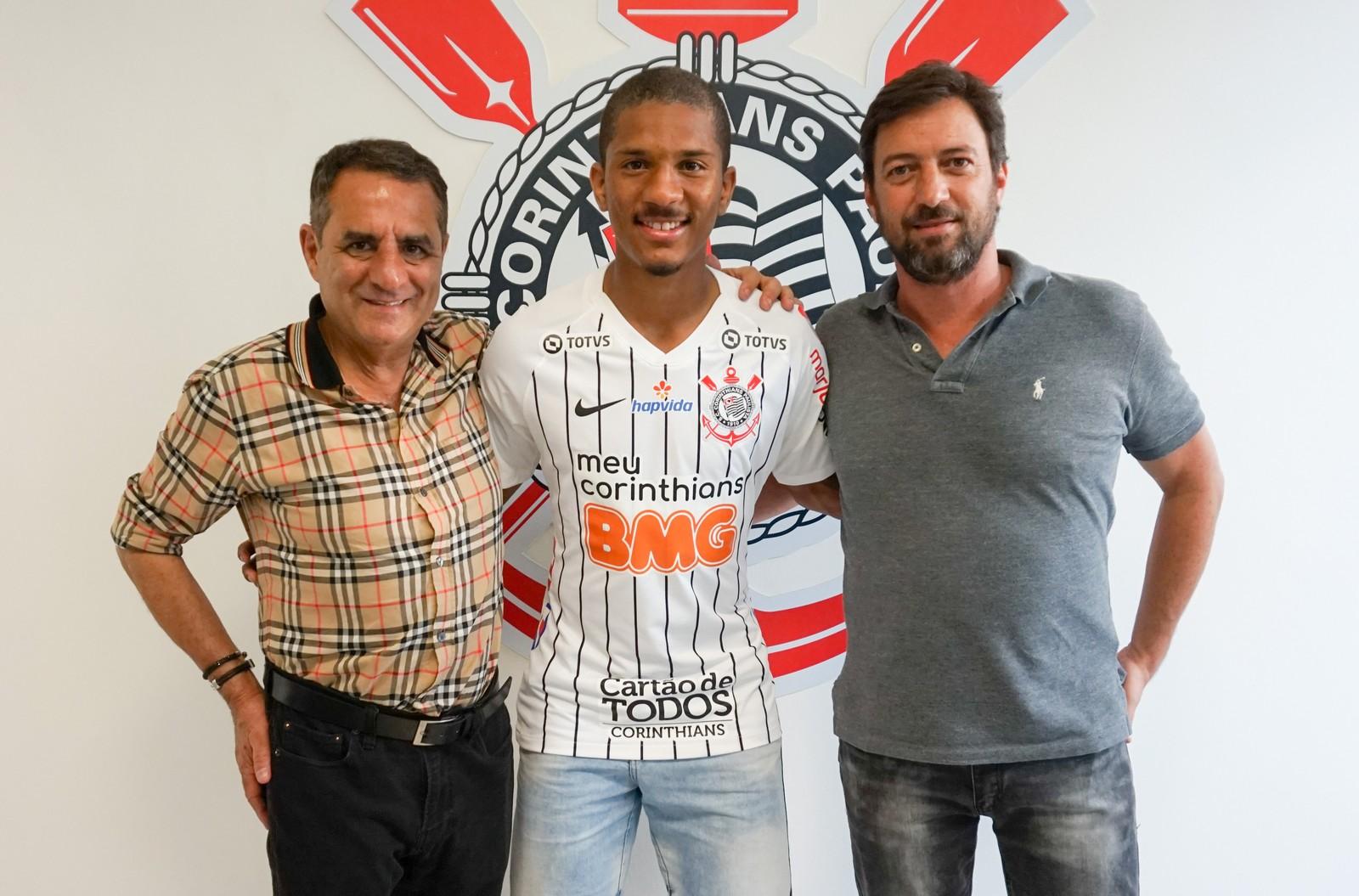 Corinthians anuncia a contratação de Matheus Davó por quatro anos