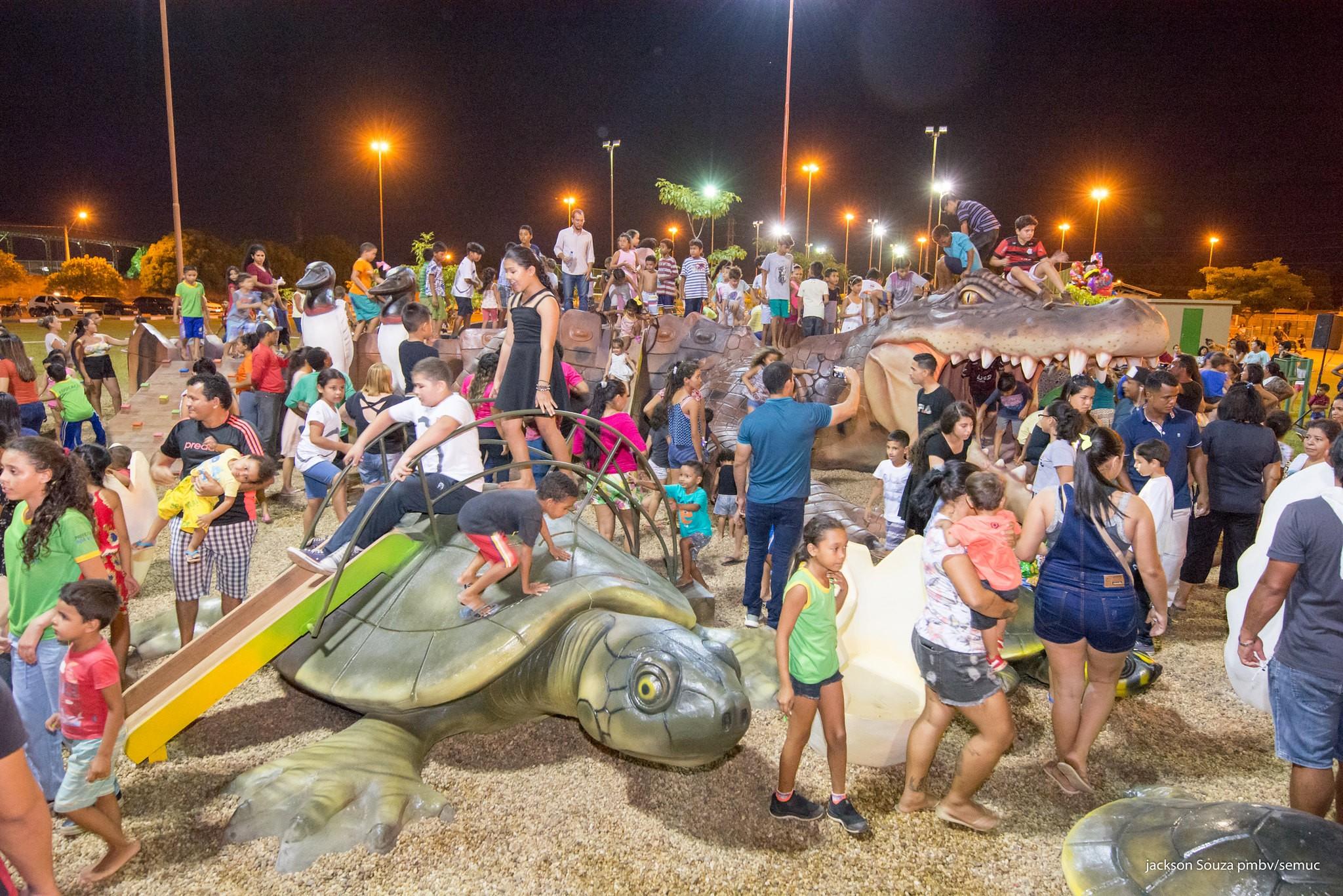 Escultura de jacaré-tinga gigante é instalada em praça na zona Oeste de Boa Vista - Notícias - Plantão Diário