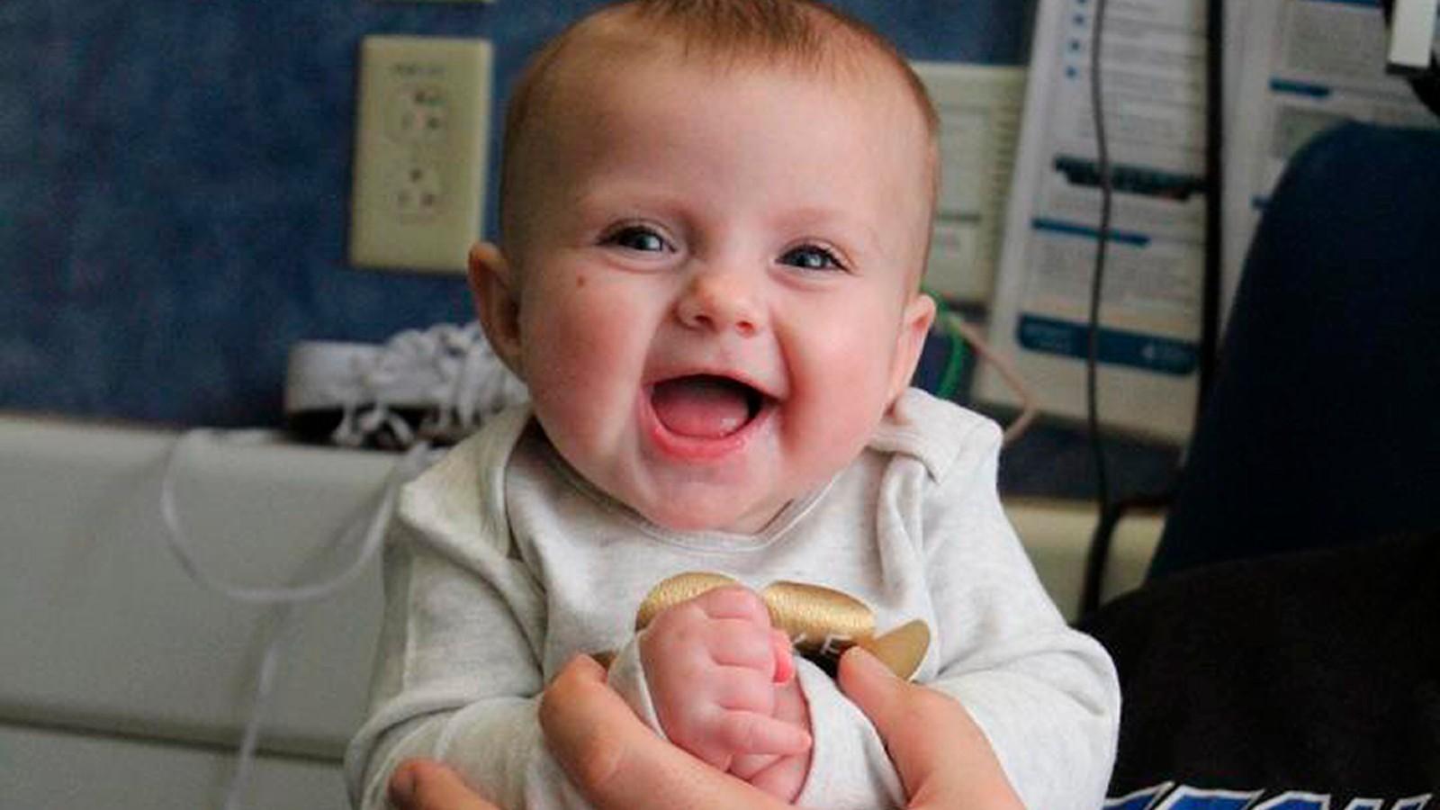Cora Oakley, uma das crianças que obtiveram sucesso com o tratamento genético. Ela recebeu a terapia em setembro de 2017. (Foto: Chelsea Oakley)