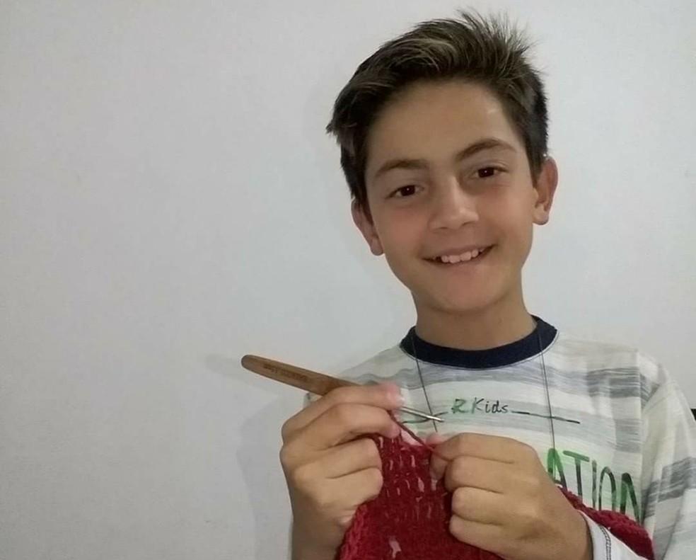 Junior grava e postas vídeos toda semana nas redes sociais (Foto: Arquivo Pessoal/Denise Vieira)