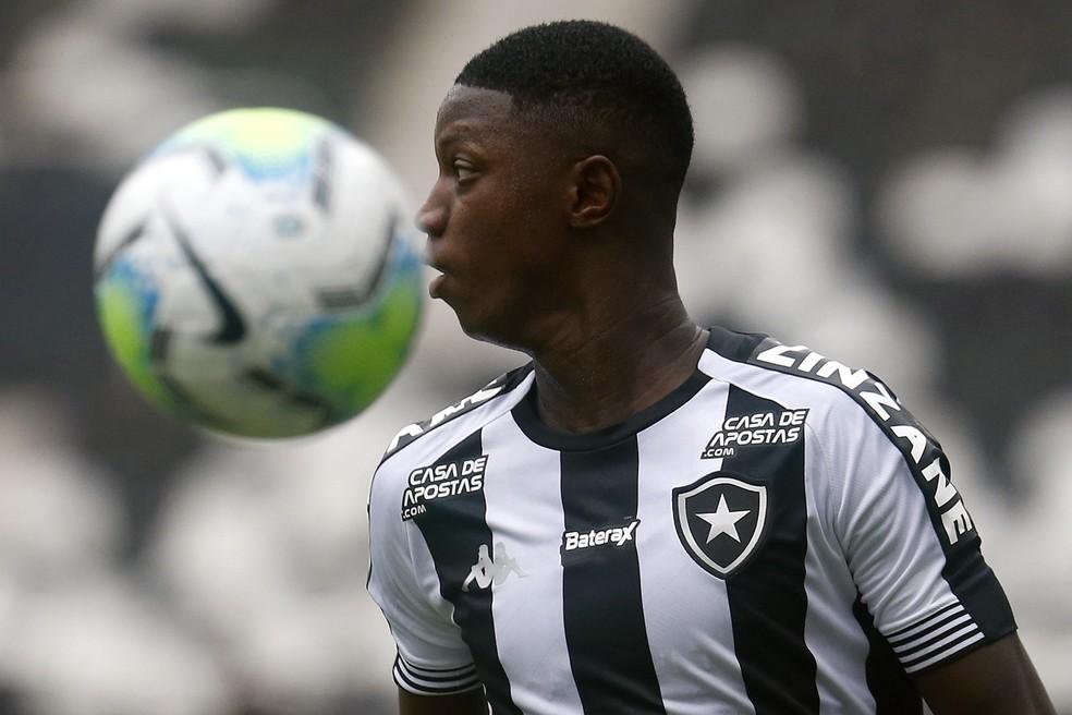 Matheus Babi, ex-Botafogo, vira a contratação mais cara da história do Athletico — Foto: Vitor Silva/Botafogo
