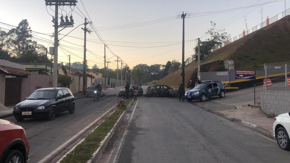 Assalto a fábrica de joias interdita estrada em Jarinu — Foto: Fernanda Elnour/TV TEM