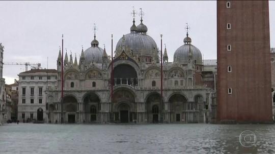 Nova inundação fecha a praça San Marco em Veneza
