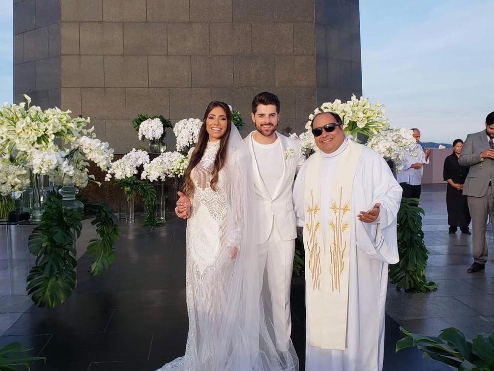 Romana, Alok e Padre Omar, reitor do Santuário do Cristo Redentor — Foto: Santuário do Cristo Redentor