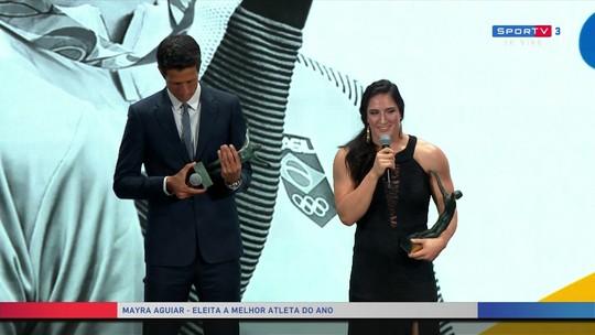 """De cirurgia ao prêmio de melhor de 2017, Mayra comemora: """"É muito importante"""""""