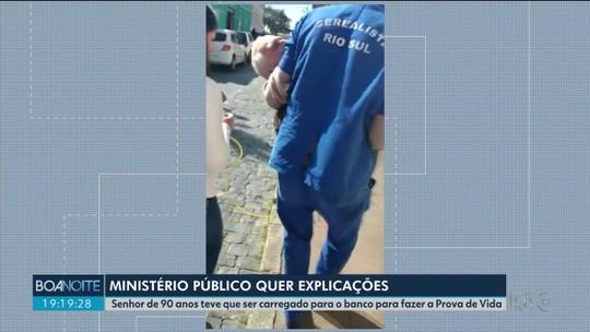 MP-PR abre investigação sobre caso de idoso carregado no colo até banco para provar que estava vivo, no Paraná