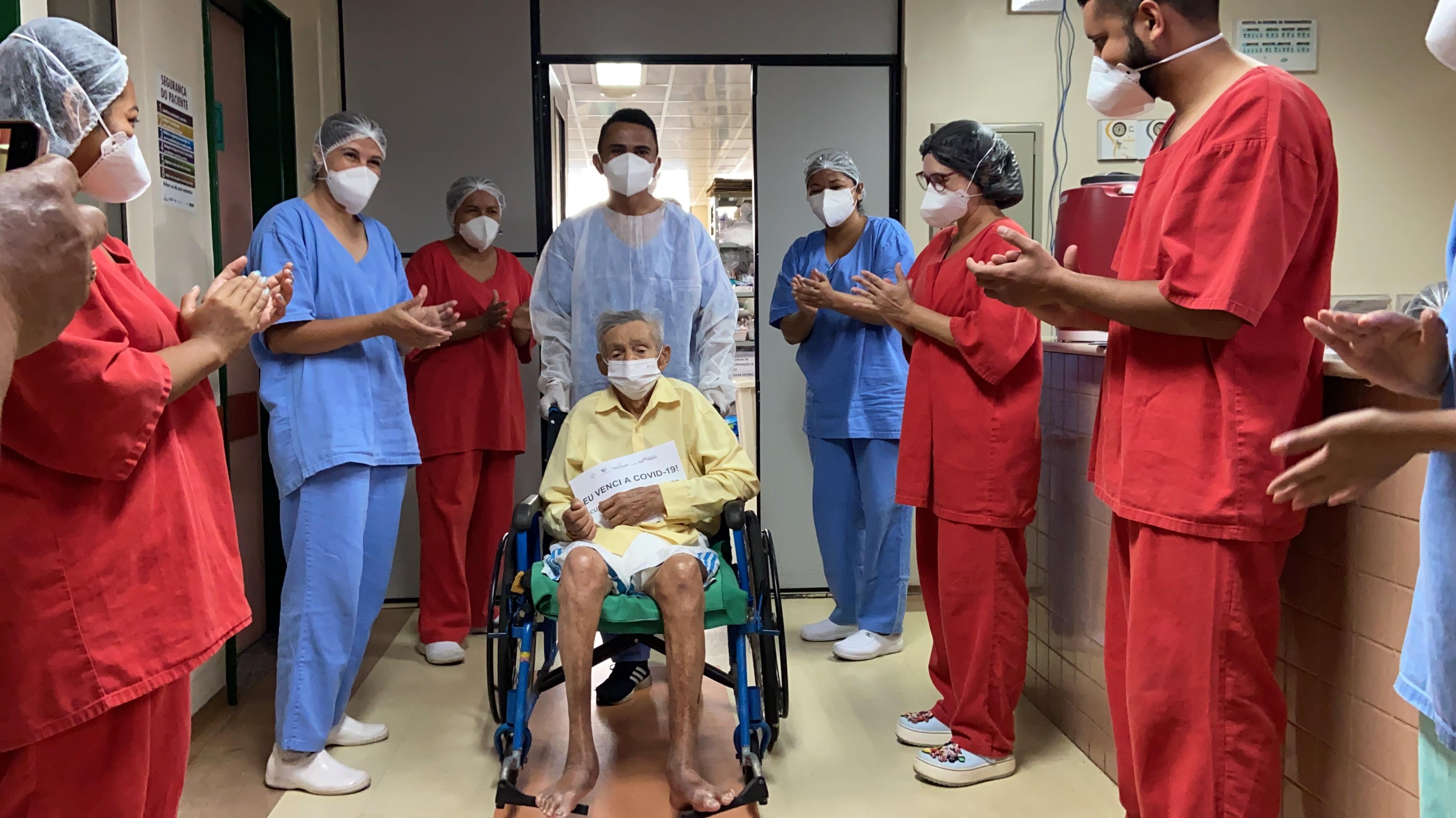 VÍDEO: Após ficar na UTI por causa da Covid-19, idoso de 94 anos recebe alta no Pará